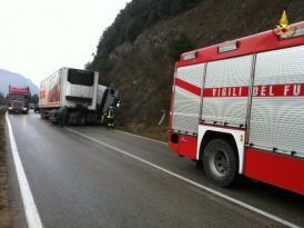 Camion sbanda ad Antognolla, conducente portato in ospedale 3
