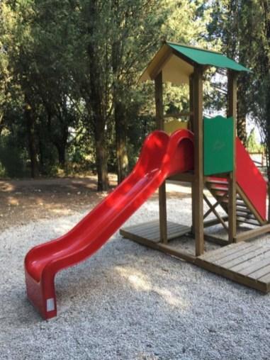 Rimesso a nuovo il parco giochi per bambini sul Colle della Trinità 8