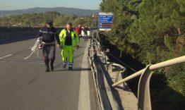 """Camion giù dal viadotto, Anas: """"La barriera del raccordo sarà ripristinata in 48 ore"""" 5"""