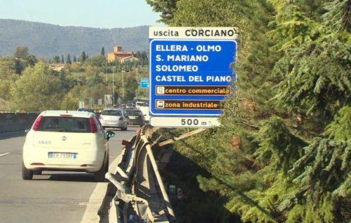 """Camion giù dal viadotto, Anas: """"La barriera del raccordo sarà ripristinata in 48 ore"""" 3"""
