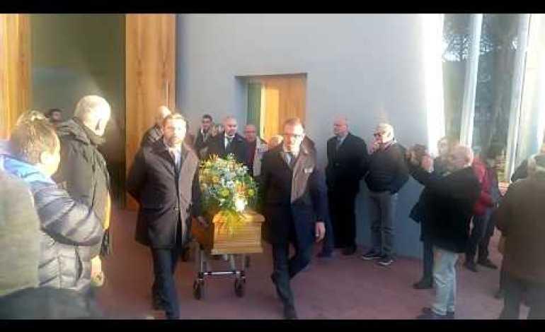 Gremita la chiesa di San Mariano per l'ultimo saluto a Enrico Santilli