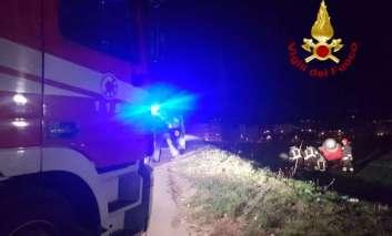 Vettura ribaltata: due feriti a San Mariano