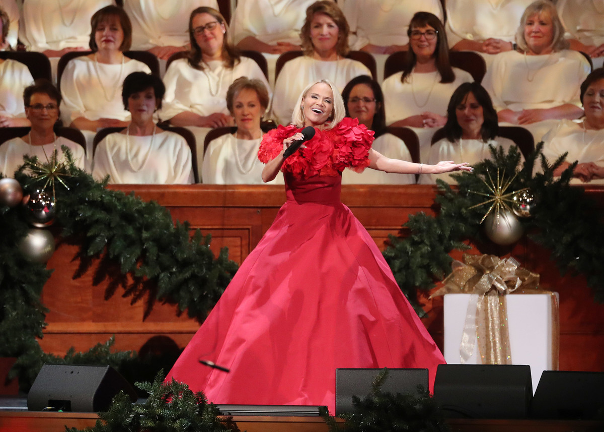 Christmas Specials 2019.The 2019 Pbs Holiday Schedule Is Packed With Christmas Music