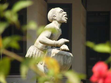 A sculpture of a drummer in the garden in front of the National Museum of Ghana