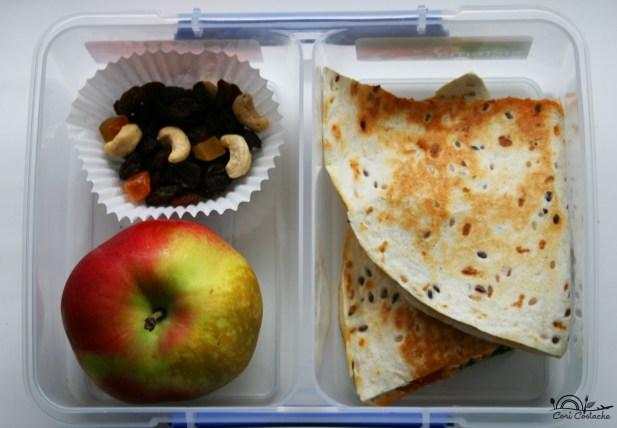 quesadilla cu spanac si pesto rosu lunchbox