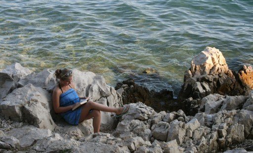 girl-reading-on-rocks