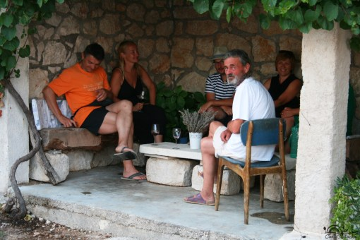 local-wine-tasting-in-hvar