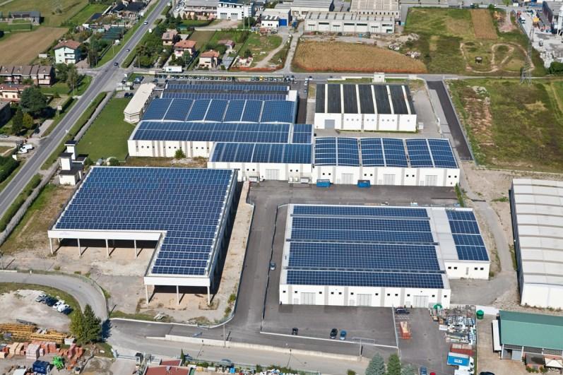fotografie ripresa aerea azienda con fotovoltaico
