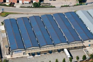 fotografie fabbrica tetto fotovoltaico