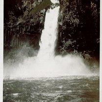 Onderschrift: 'Waterval Tjianten'