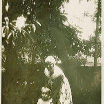 Rudy, Ciel. Onderschrift: 'Bij Oma en Opa te Buitenzorg'