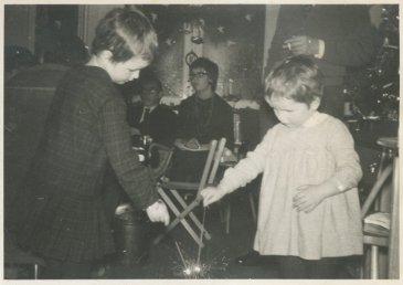 """In het huis van zijn ouders. """"Kerstavond 1962 op de Hanenburglaan"""""""