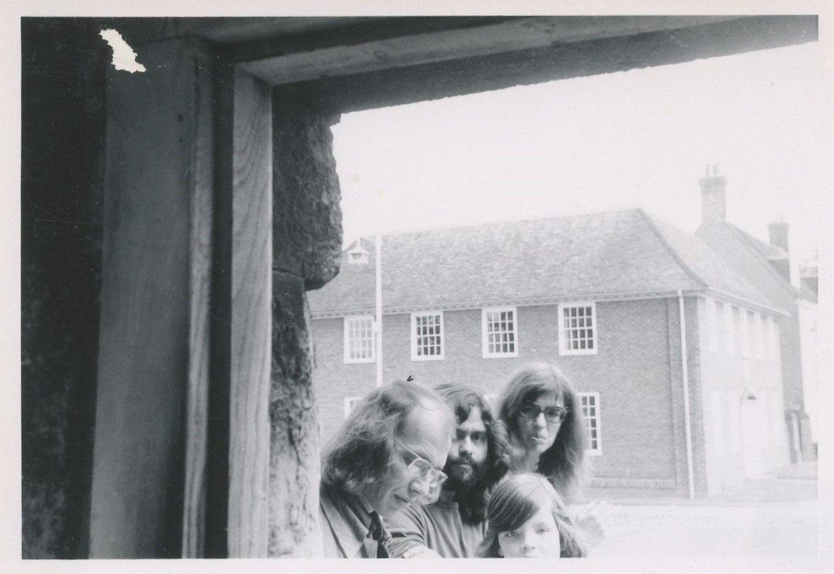 """Op vakantie in Engeland, 1972, met Dirk Bobbe. """"Zij-aanzicht Marlowe-monument"""""""