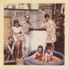 """""""27 april '69, Claartje en wij op ons plat. Else maakt de foto."""""""