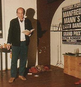 Tijdens een lezing over Piet Paaltjens, 1975