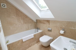 Doyden holiday apartment Cornwall Ocean Blue bathroom