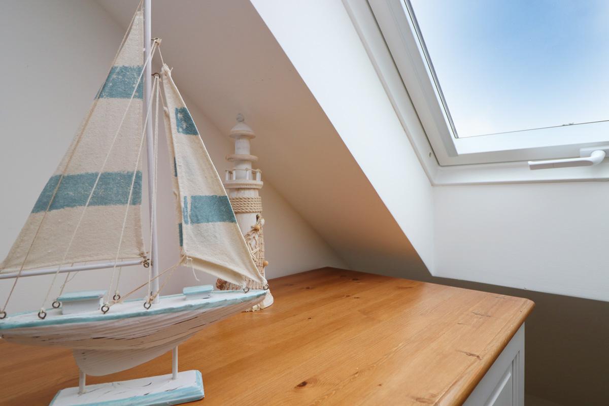 Doyden holiday apartment Cornwall Ocean Blue bedroom skylight