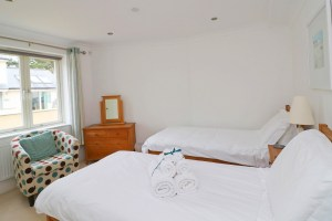 Foxcove Ocean Blue holiday apartment twin bedroom
