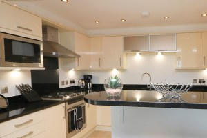 Foxcove Ocean Blue holiday apartment open plan kitchen
