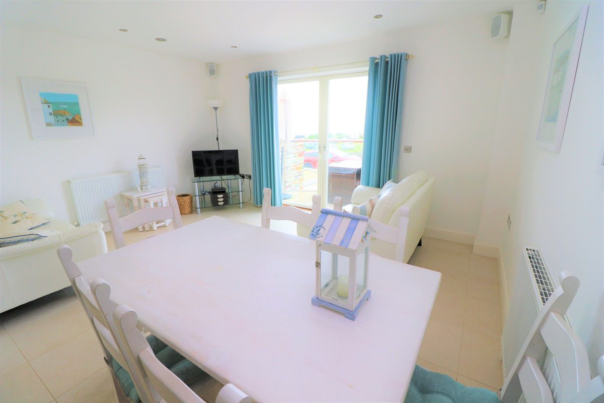 Quies Ocean Blue Holiday apartment Cornwall living room