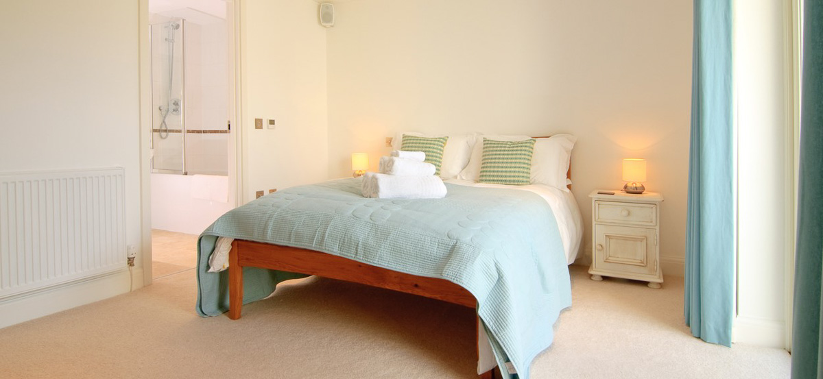 Quies Ocean Blue Holiday apartment Cornwall double bedroom 2