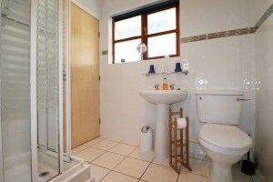holiday cottage close to Padstow Cornwall Kingfishers shower