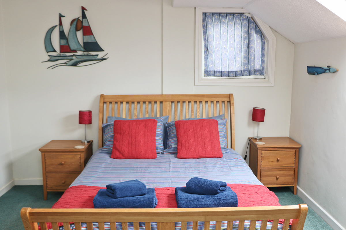 holiday flat in central Padstow Cornwall master bedroom