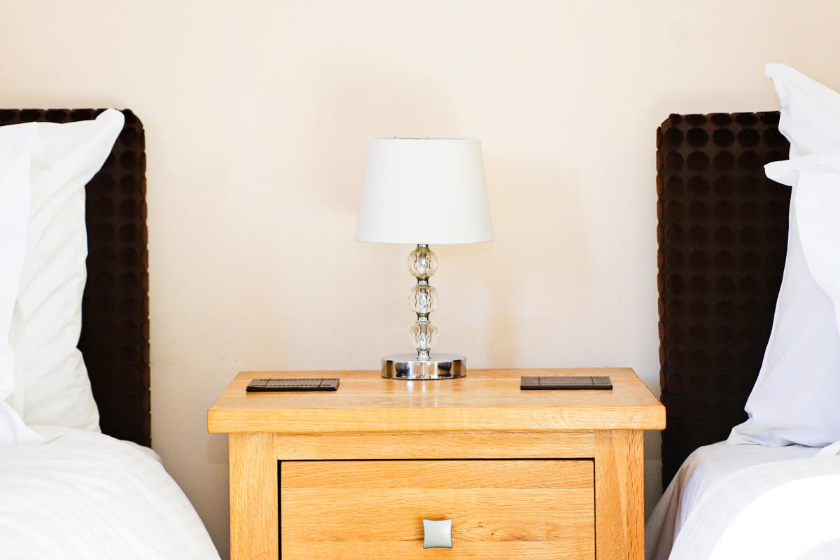 The Burrow holiday home Cornwall twin bedroom