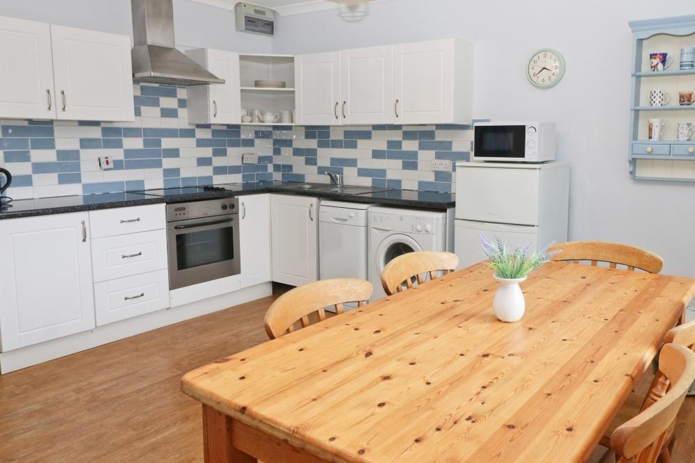 Choca holiday cottage Harlyn Cornwall kitchen