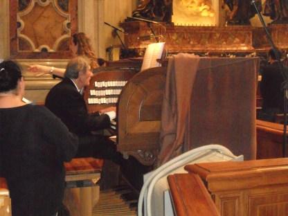 Il nostro organista Agide Paroni accompagna il coro nella basilica di S. Pietro a Roma, 2010