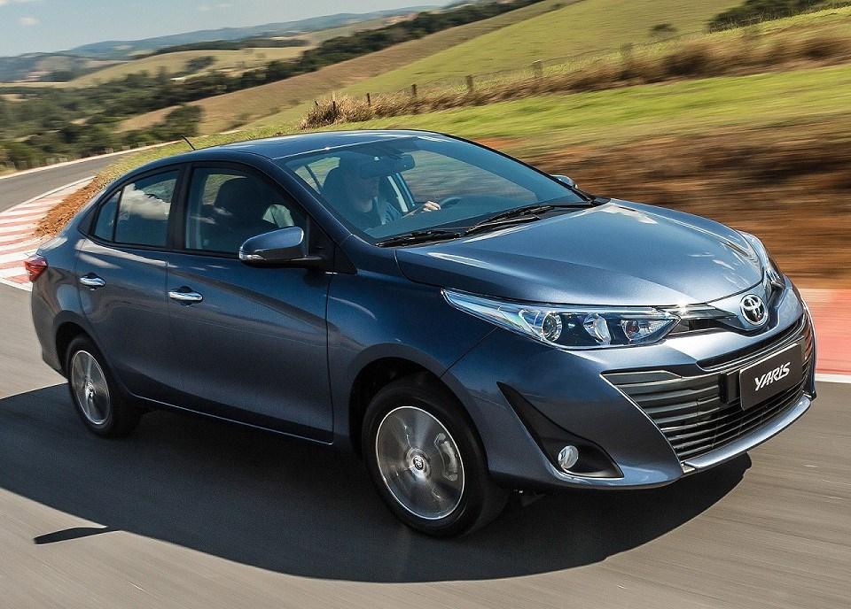 Escolher modelo sedã da Toyota