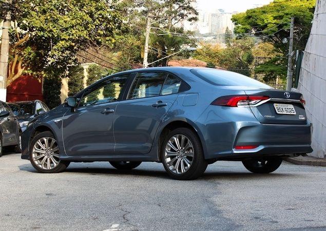 Novo Toyota Corolla Vendeu mais que 10 Sedãs Médios em Outubro