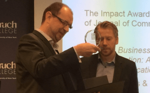 Jesper presents award to Ansgar Zerfass