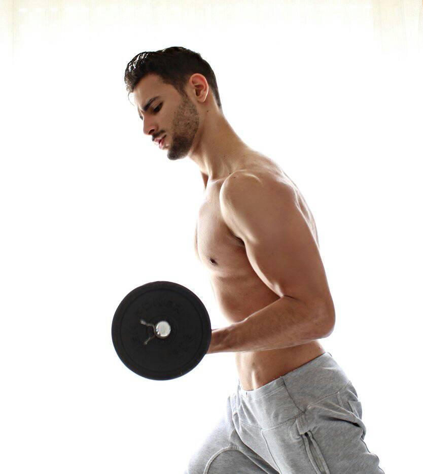 corrado firera, ragazzi con pesi, ragazzi muscolosi, sport, palestra, immagini hd