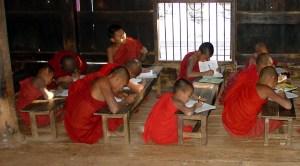 Student_Monks_in_Bagaya_Kyaung_Mandalay_d14