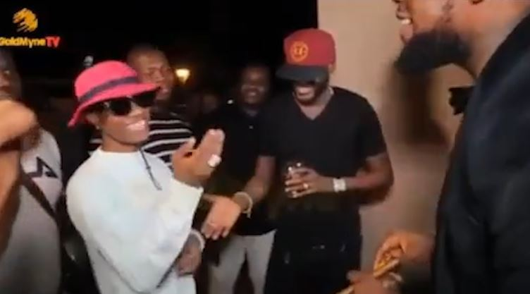 Twitter users react to the manner Wizkid greeted 2face at Patoranking's album launch (Video)