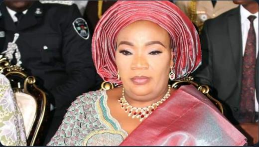 State First Lady struggles with reading in English (SEE VIDEO)