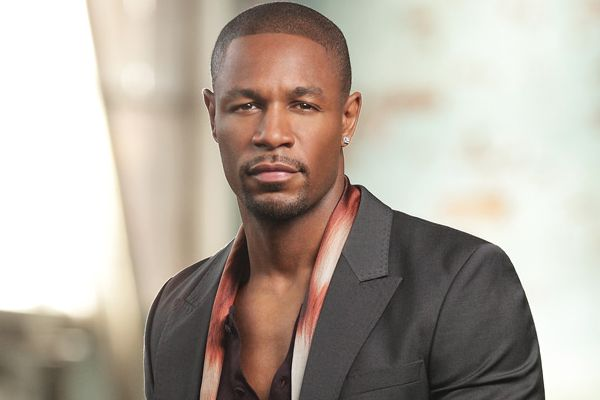 Stop recording yourself when giving food or money to poor people – Singer Tank