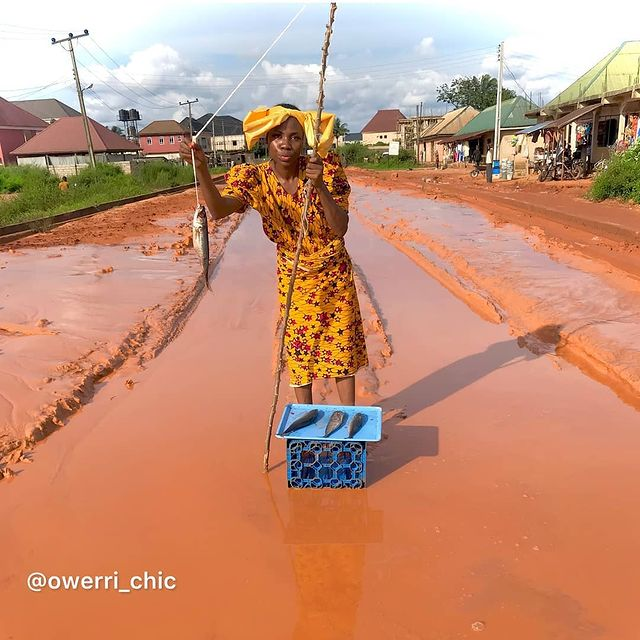 Viral couple that marked honeymoon on terrible road in Imo state return to 'Fish' on the yet-to-be fixed road
