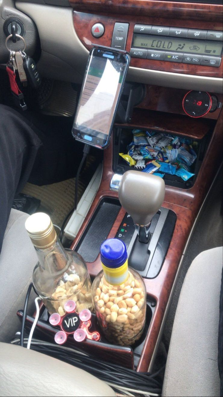 Cab driver receives monetary gift after impressing passenger with WiFi, refreshments