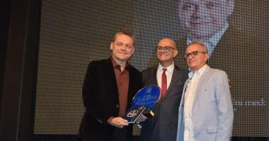Dr. Paulo Rogers é homenageado com troféu Homens de Sucesso