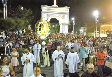 Padroeira Nossa Senhora da Conceição é celebrada com santa missa solene e procissão