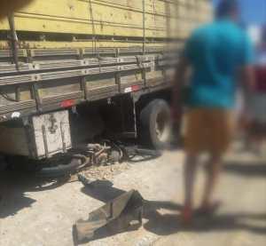 Acidente deixa uma pessoa morta e outra ferida na PE-90, em Surubim