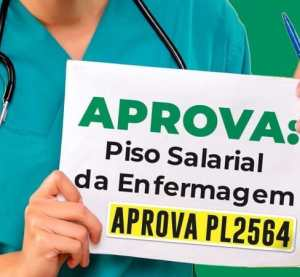 Profissionais de enfermagem promovem carreata em Surubim por piso salarial