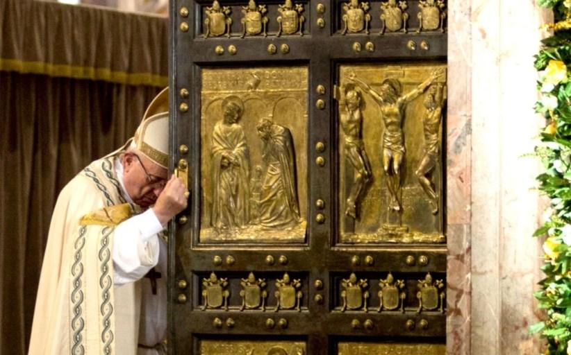 Papa Francisco encerra 'Ano Santo da Misericórdia' com mensagem aos imigrantes