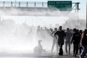 Argentina reprime greve geral com violência e alerta sindicalistas brasileiros