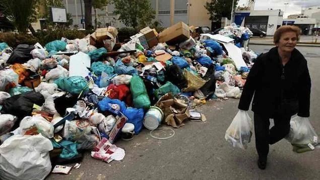 Greve: pilhas de lixo se acumulam na Grécia