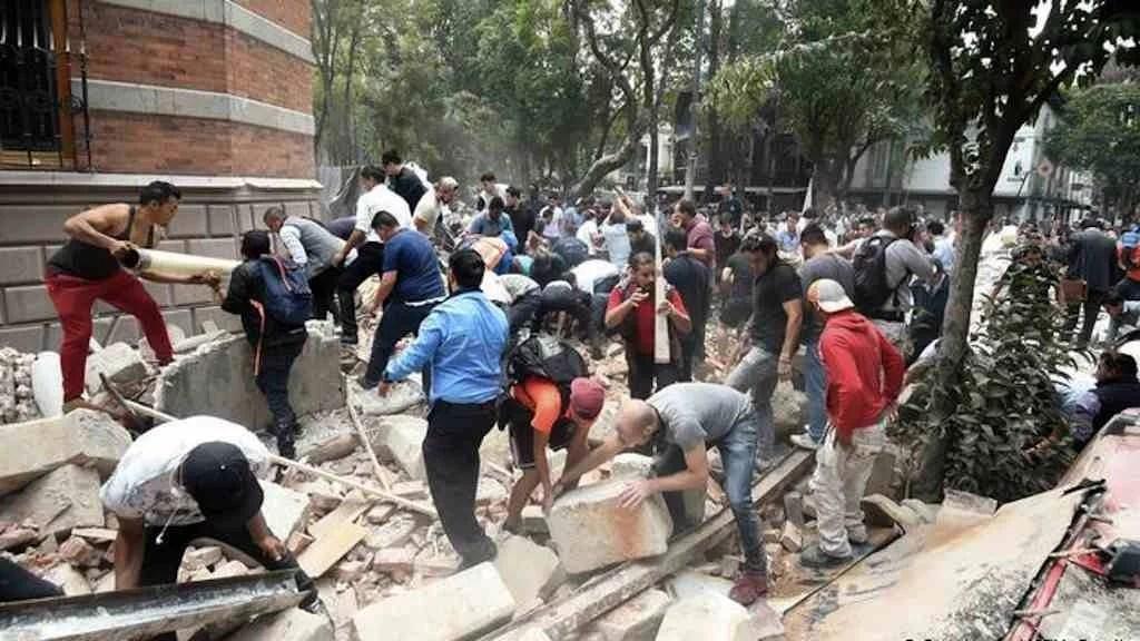 Terremoto de 7.1 graus no México mata mais de 100 pessoas
