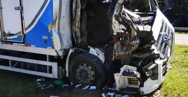 Acidente caminhões SP75 Itu