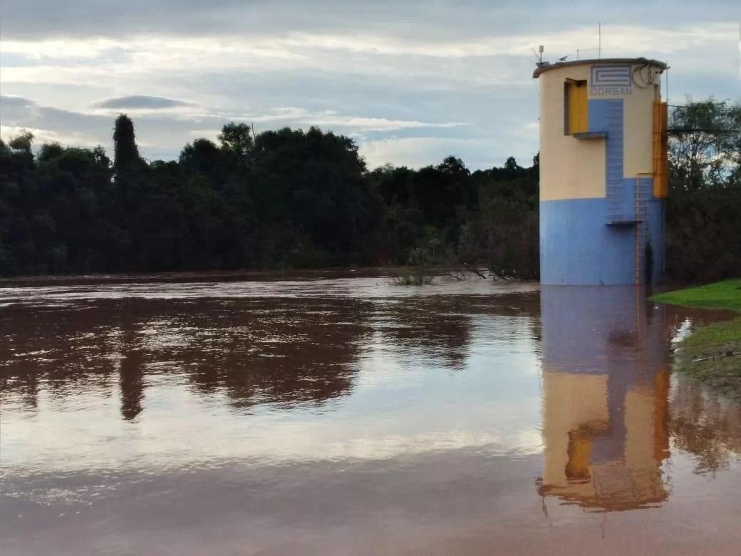 Enchentes deixam mais de 340 pessoas fora de casa no Rio Grande do Sul